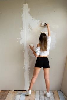 Bouwer vrouw renovatie kamer