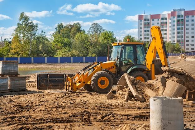 Bouwmachines - tractor mover op bouwterrein