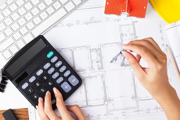 Bouwplanning met constructietekeningen en accessoires