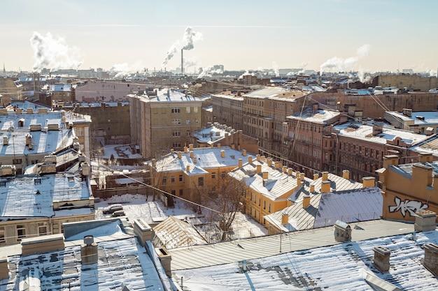 Boven-onderaanzicht op het historische centrum van sint-petersburg.