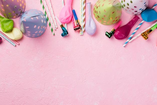 Boven weergave frame met hoeden en ballonnen