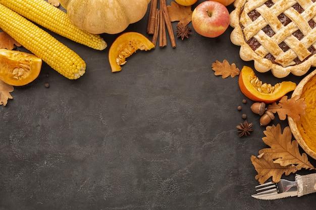 Boven weergave taart en appels op stucwerk achtergrond