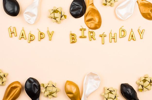Boven weergave verjaardagsballons met kopie-ruimte