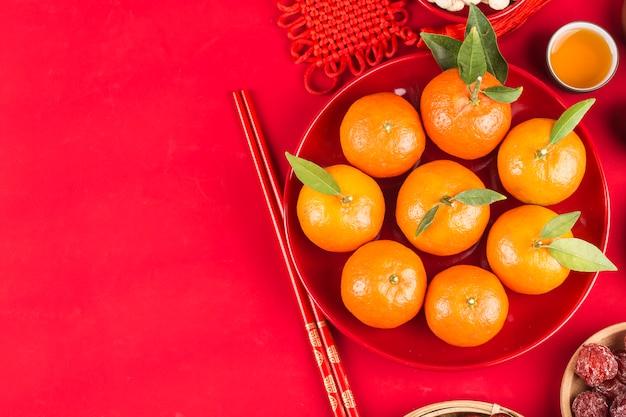 Bovenaanzicht accessoires chinees nieuwjaar festival decoraties. chinees veel geluk zegen