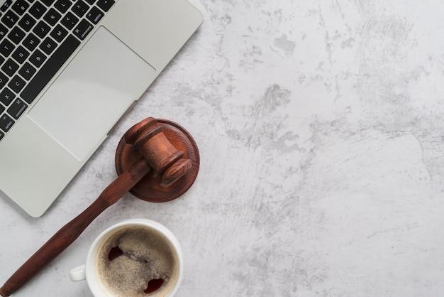Bovenaanzicht advocaat tools
