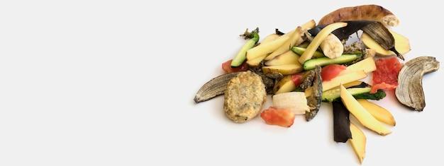 Bovenaanzicht afval met biologische groenten