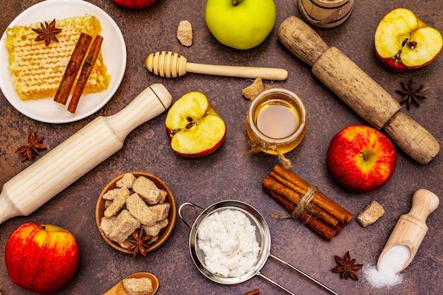 Bovenaanzicht appeltaart ingrediënten op tafel