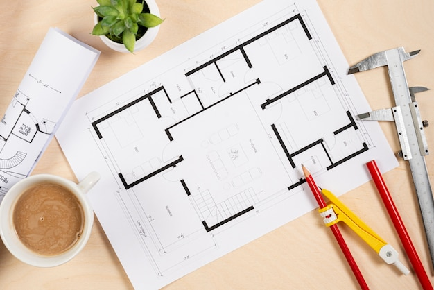 Bovenaanzicht architecturaal plan op het bureau