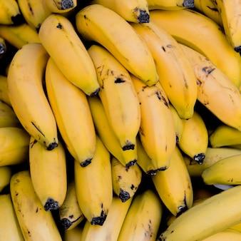 Bovenaanzicht arrangement met bananen