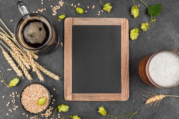 Bovenaanzicht arrangement met bier en frame