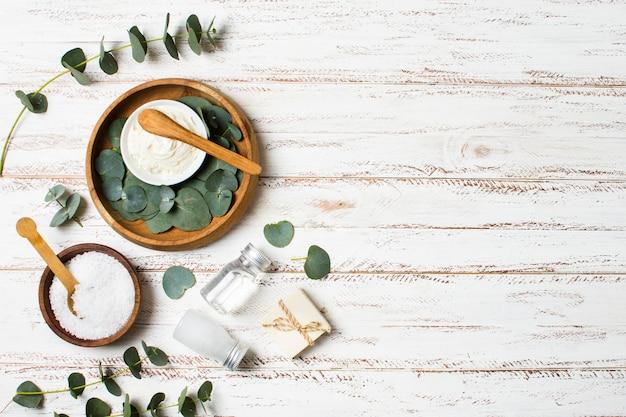 Bovenaanzicht arrangement met spa items