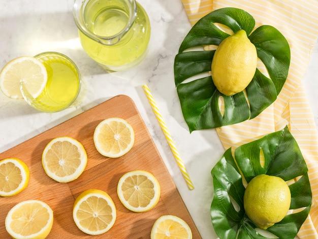 Bovenaanzicht arrangement van citroenen