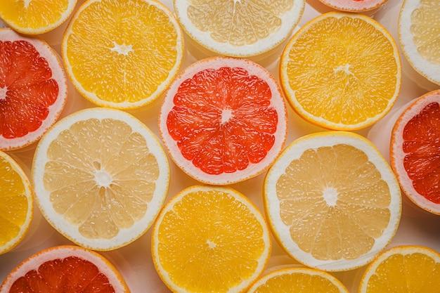 Bovenaanzicht arrangement van citrusvruchten