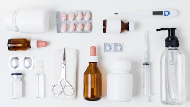 Bovenaanzicht arrangement van medische elementen