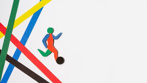 Bovenaanzicht arrangement van papieren stijl abstracte voetballer