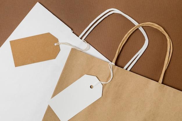 Bovenaanzicht arrangement van recyclebare boodschappentassen