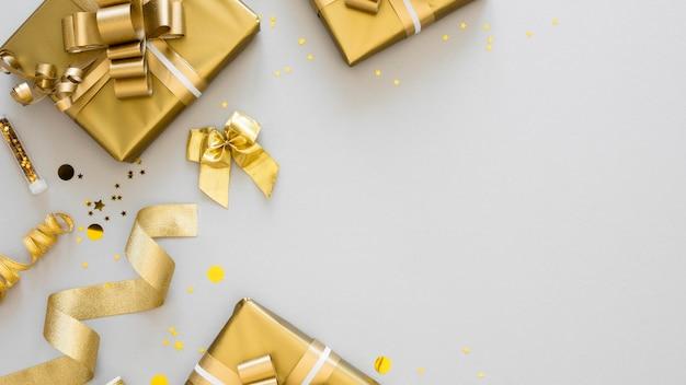 Bovenaanzicht arrangement van verpakte cadeautjes met kopie ruimte