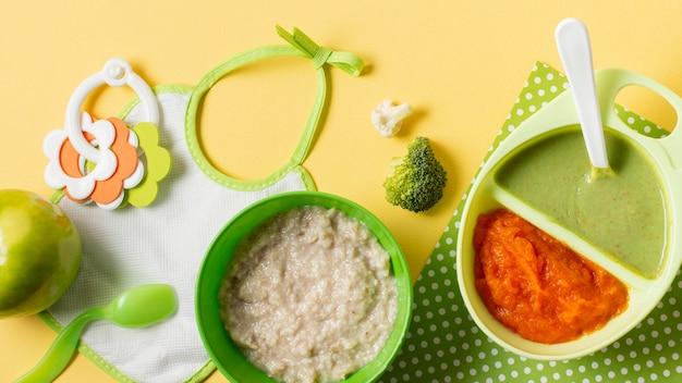 Bovenaanzicht assortiment met zelfgemaakte gerechten
