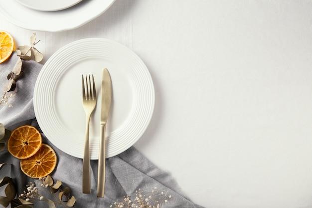 Bovenaanzicht assortiment prachtig serviesgoed met kopie ruimte