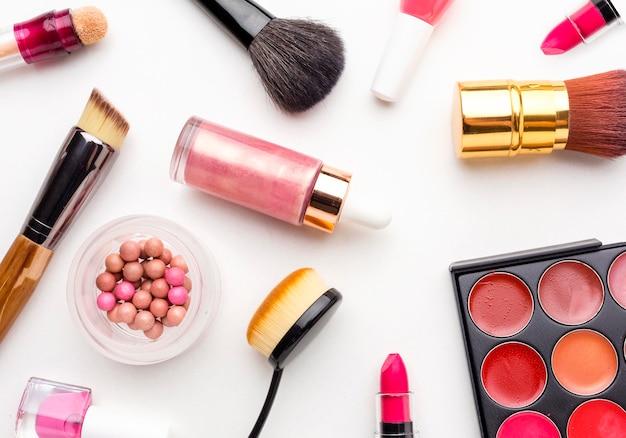 Bovenaanzicht assortiment van beauty accessoires