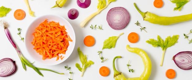 Bovenaanzicht assortiment van biologische groenten