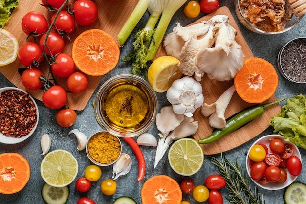 Bovenaanzicht assortiment van gezonde voeding voor het versterken van de immuniteit
