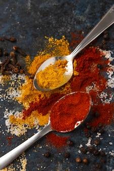 Bovenaanzicht assortiment van heerlijke rauwe kruiden
