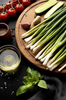 Bovenaanzicht assortiment van heerlijke verse groenten