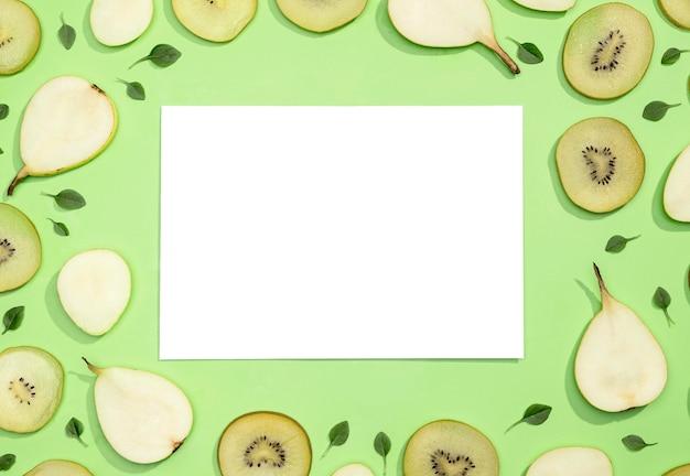Bovenaanzicht assortiment van kiwi en peren