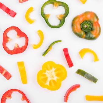 Bovenaanzicht assortiment van kleurrijke paprika