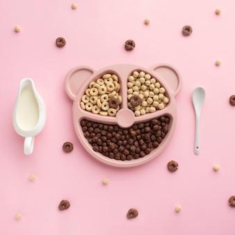 Bovenaanzicht assortiment van smakelijke ontbijtgranen
