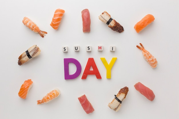 Bovenaanzicht assortiment van sushi op tafel