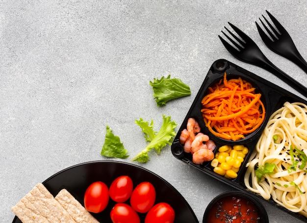 Bovenaanzicht assortiment van verschillende voedingsmiddelen met kopie ruimte