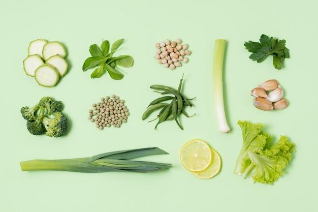 Bovenaanzicht assortiment van verse groenten