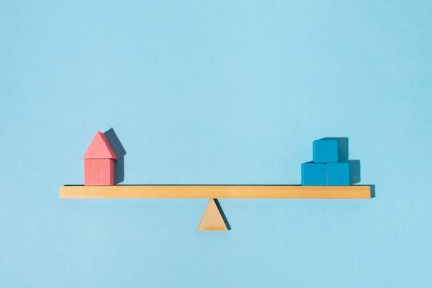 Bovenaanzicht balans en kubussen