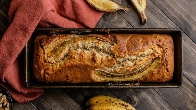 Bovenaanzicht bananenbroodje