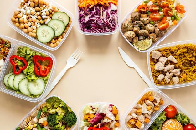 Bovenaanzicht batch eten gekookt samenstelling met kopie ruimte