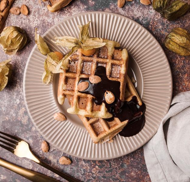 Bovenaanzicht belgische wafel met topping