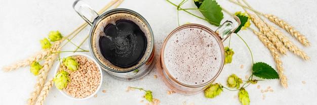 Bovenaanzicht bier en tarwe arrangement
