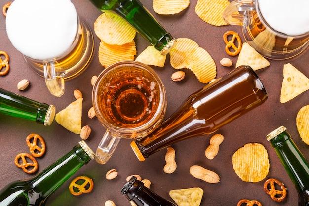 Bovenaanzicht bier met kopie ruimte