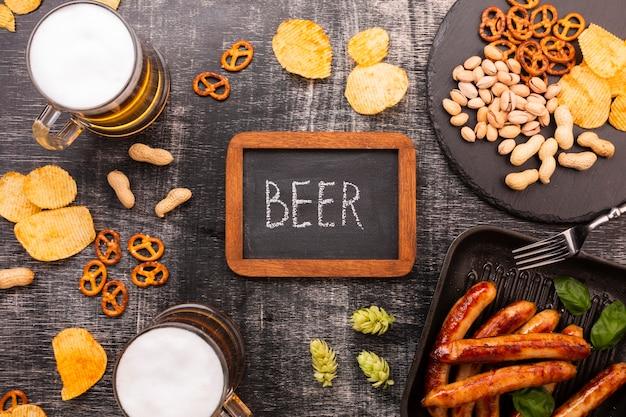 Bovenaanzicht bier met schoolbord