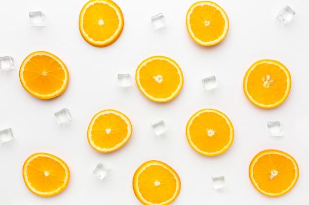 Bovenaanzicht biologische citroenen op tafel