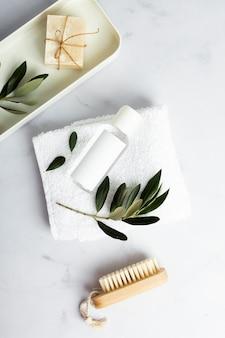 Bovenaanzicht biologische cosmetische producten