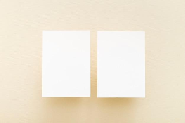 Bovenaanzicht blanco visitekaartjes