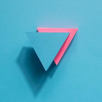 Bovenaanzicht blauwe en roze pijlen