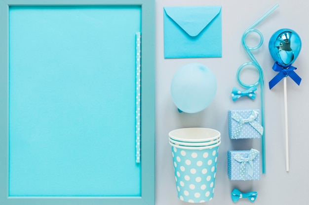 Bovenaanzicht blauwe feestdecoraties