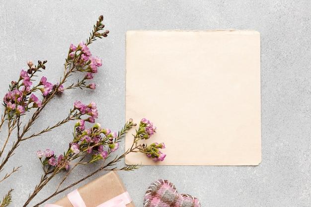Bovenaanzicht bloemen takken