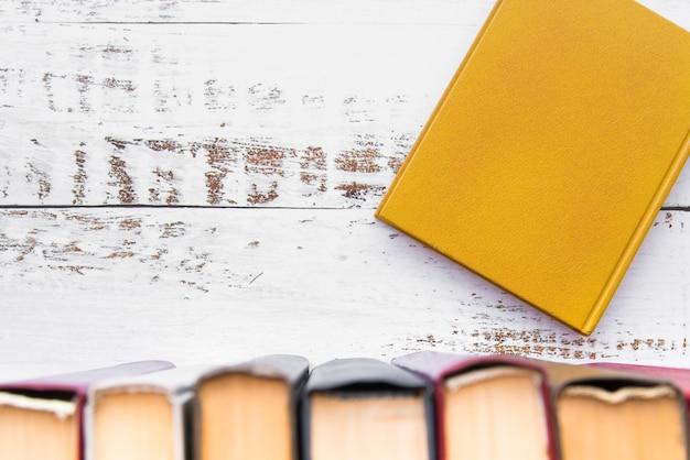 Bovenaanzicht boekenlijn