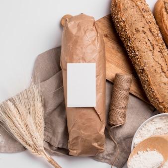 Bovenaanzicht brood met zaden