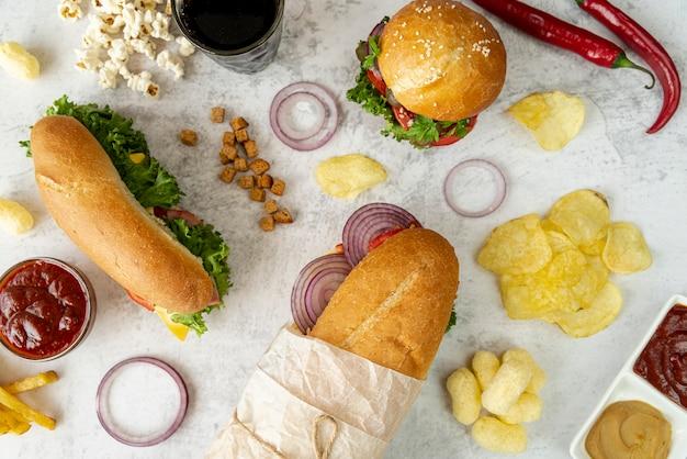 Bovenaanzicht broodjes en hamburger
